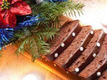 Wilgotne ciasto czekoladowe z marcepanem