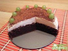 Wilgotne ciasto czekoladowe z winogronem