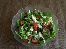 Wiosenna sałata z mozzarellą