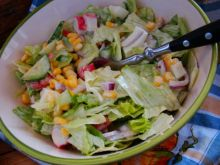 Wiosenna sałata z surimi