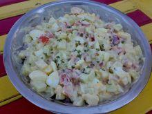 Wiosenna sałatka kolorowa z rzeżuchą i jogurtem