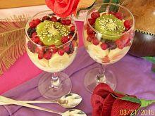 Wiosenna sałatka owocowa z jogurtem i sezamem