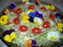 Wiosenna sałatka z bratkami