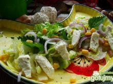 Wiosenna sałatka z kukurydzą i pokrzywą