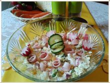 Wiosenna sałatka z kuskusem i polędwicą