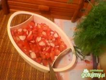 Wiosenna sałatka z rzodkiewką ipomidorem