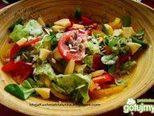 Wiosenna sałatka z słonecznikiem i serem