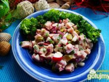 Wiosenna sałatka z szynką i korniszonem