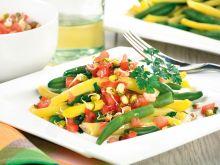 Wiosenna sałatka z zielonej i żółtej fasolki