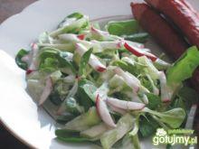 Wiosenna surówka z sosem gorgonzola
