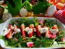 Wiosenna z truskawkami i surimi