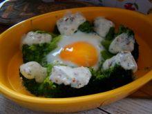 Wiosenne brokuły z ziołowym sosem