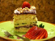 Wiosenne ciasto z kremem kiwi i truskawkową bezą