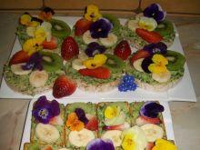 Wiosenne kanapeczki owocowo-kwiatowe