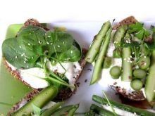 Wiosenne kanapki na zielono