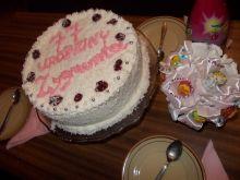 Wiśniowy tort urodzinowy