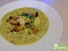 Włoska zupa ziemniaczana z pesto.