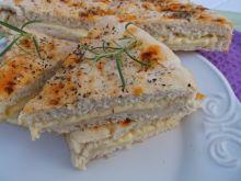 Włoski chlebek z ziołami i serem żółtym
