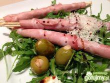 Włoskie grissini z martadelą