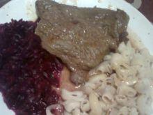 Wołowe steki z sosem pieczeniowym
