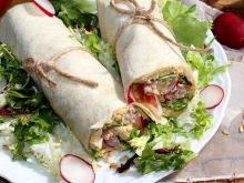 Wrapy z hummusem, tuńczykiem i świeżymi warzywami