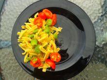 Wstążki z bobem i pomidorkami koktajlowymi
