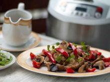 Karkówka w sosie własnym duszona z warzywami