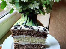 Wysokie ciasto z chałwą