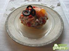 Wytrawne babeczki z oliwkami i łososiem
