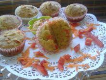 Wytrawne muffinki z marchewką i papryką czerwoną