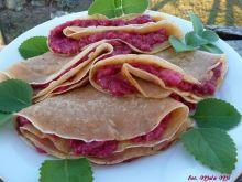Wytrawne naleśniki z kozim serem w buraczkach