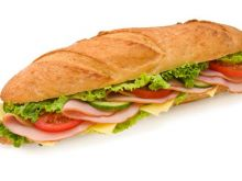 Z chlebem przy stole