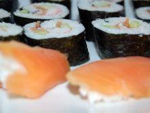 Z czego przygotowuje się sushi?
