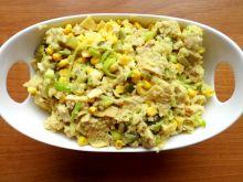 Sałatka z indykiem i kuskusem w sosie curry
