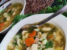 Zupa zacierkowa z dużą ilością świeżego koperku