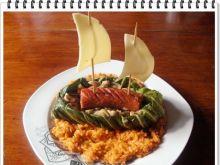 Żaglówki Eli z młodej kapusty na czerwonym ryżu