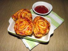 Zakręcone szybkie pizzerki z serem i szynką