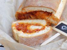 Zakręcony chlebek z pomidorowym nadzieniem