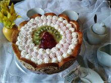 Zakręcony tort z truskawkową panna cottą
