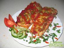 Zapiekana bagietka z salami i dodatkami