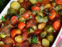 Zapiekana brukselka z pulpecikami w sosie pomidoro