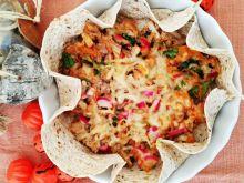 Zapiekana sałatka tuńczyka w tortilli