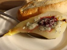 Zapiekane gruszki z żurawiną i serem pleśniowym