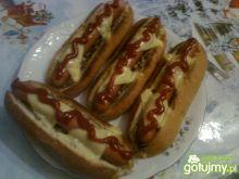 Zapiekane hot-dogi z pieczarkami