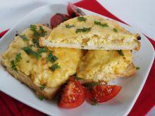 Zapiekane kanapki z jajkiem i cebulą