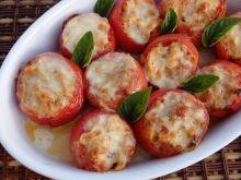 Zapiekane pomidory faszerowane mięsem i makaronem