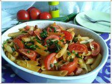 Zapiekane rurki z kiełbasą i pomidorami
