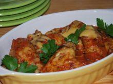 Zapiekane skrzydełka w sosie pomidorowym