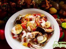 Zapiekanka jesienna z sosem czosnkowym