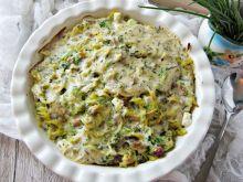 Zapiekanka makaronowa z brokułem, boczkiem i grosz